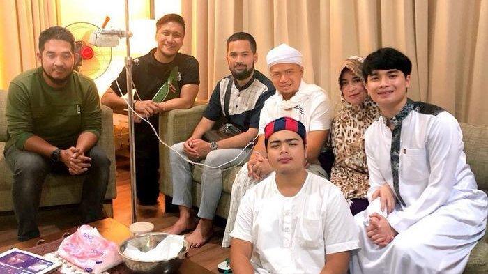 Ustaz Arifin Ilham dibesuk Teuku Wisnu dan Arie Untung